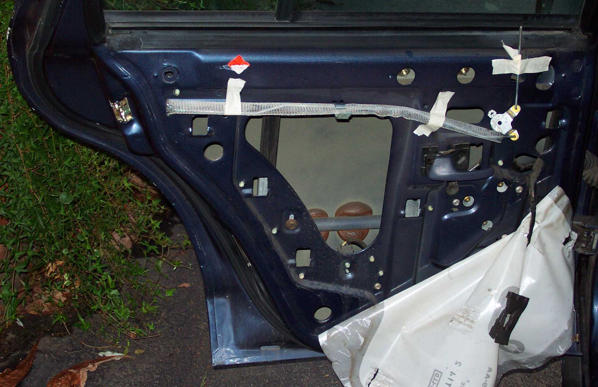 Same as the above picture but the interior door handle rod has been added to the picture