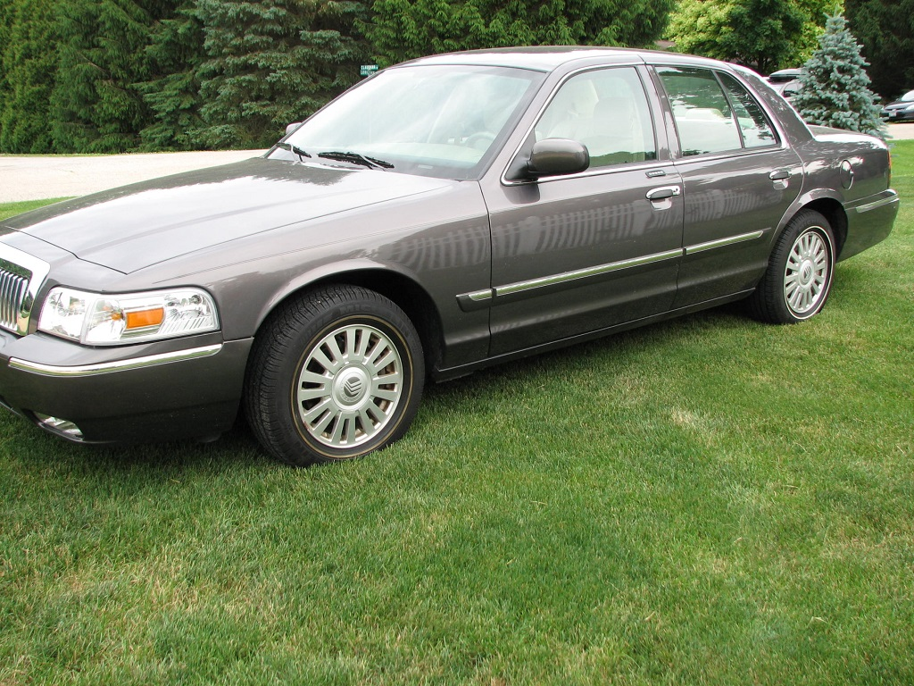 2007 mercury grand marquis ls only 6 7000 miles. Black Bedroom Furniture Sets. Home Design Ideas